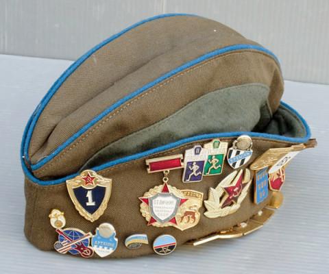 ピンバッジ付き制帽1