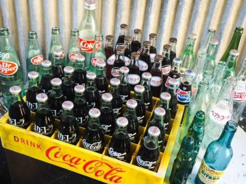 コカ・コーラ、ペプシ、ドクターペッパー、リボンシトロンなど。